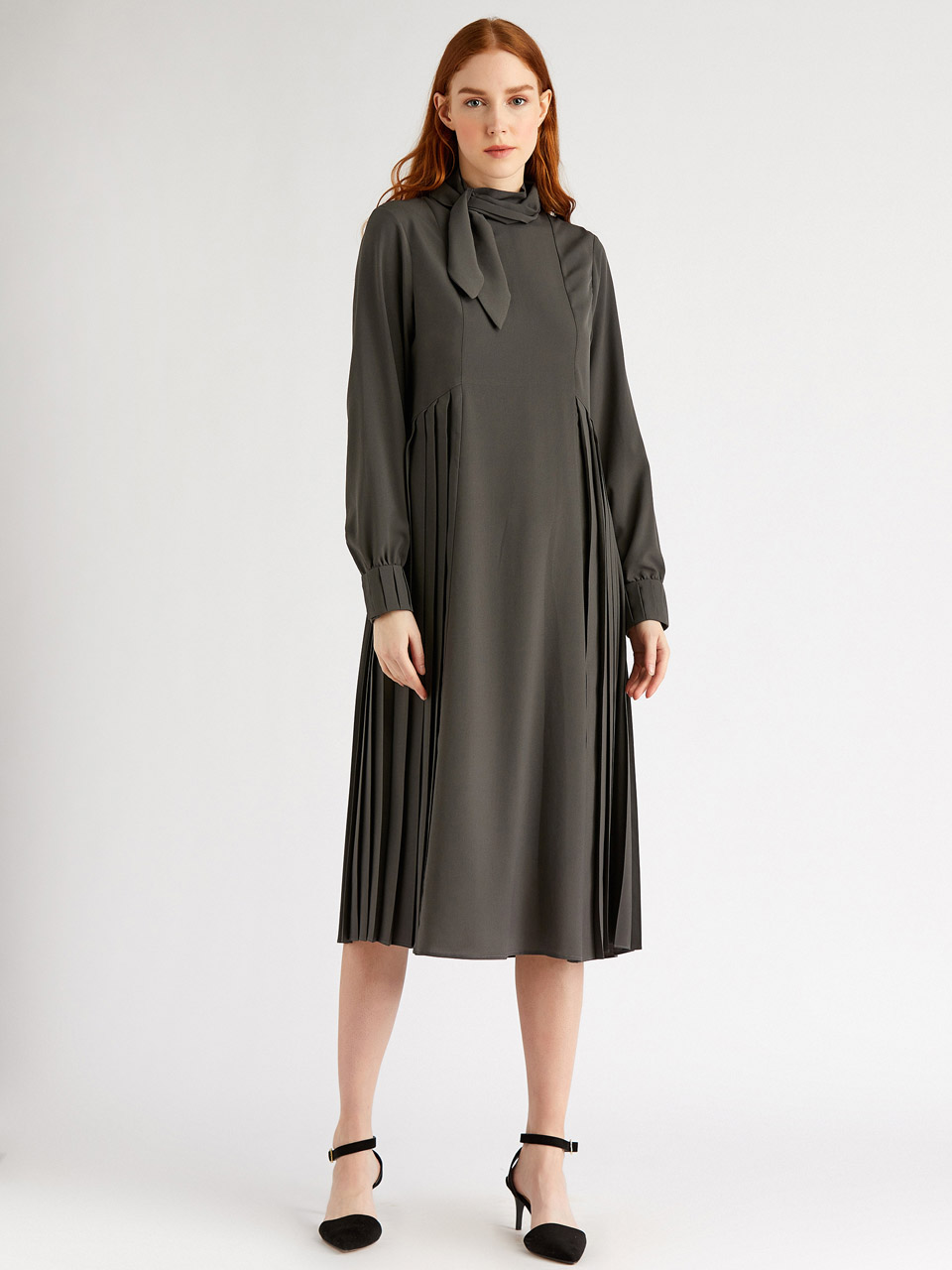 Comfortable Dress With Neck Collar