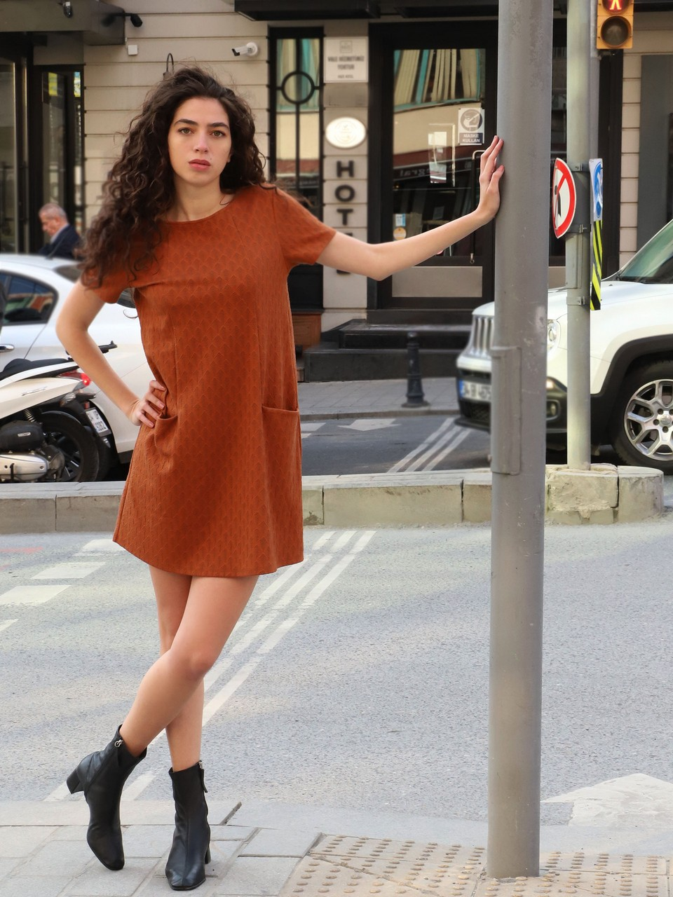 İki Cepli Rahat Kesim Mini Elbise