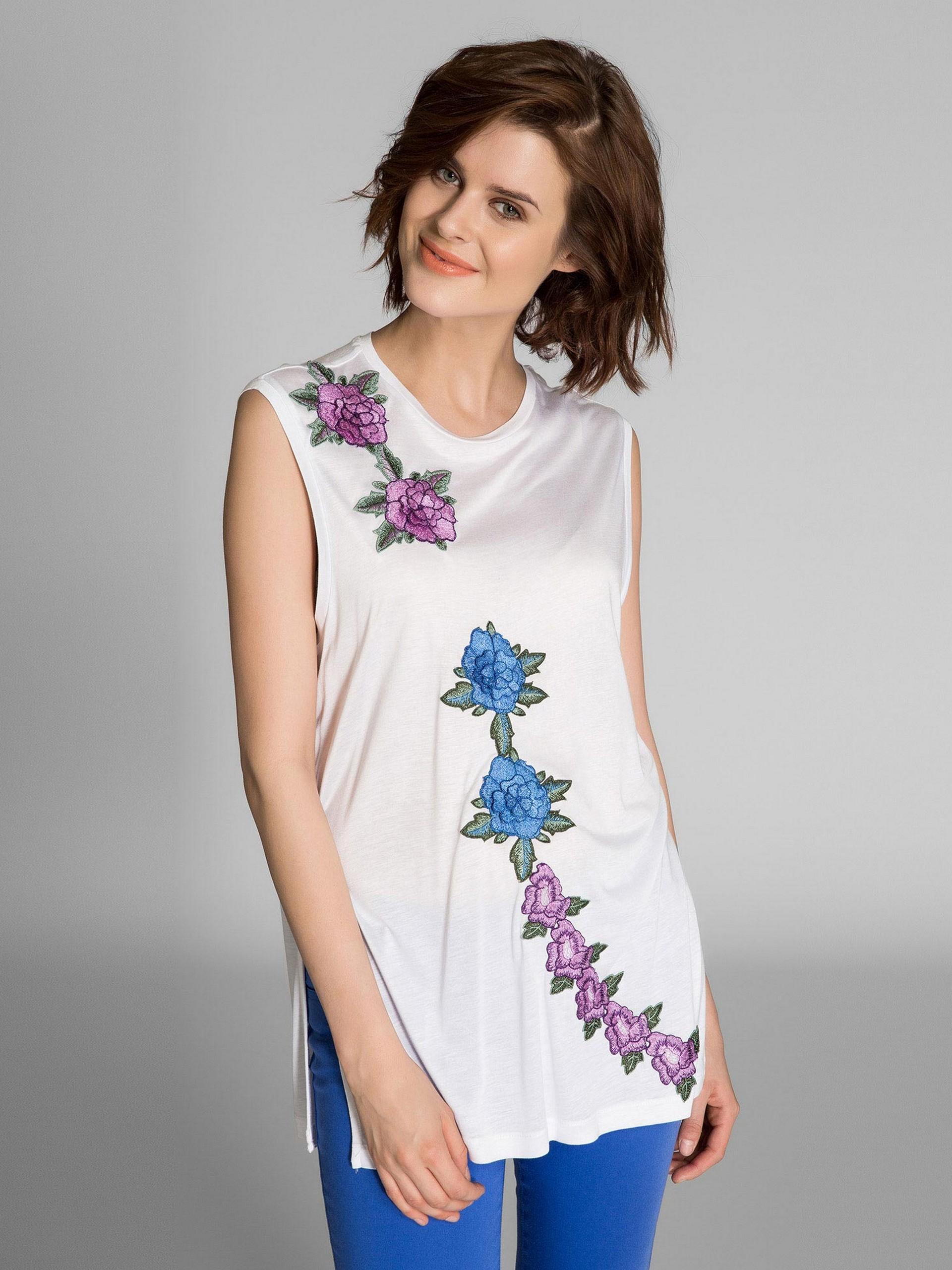 Sıfır Yaka Çiçek Nakışlı Bluz