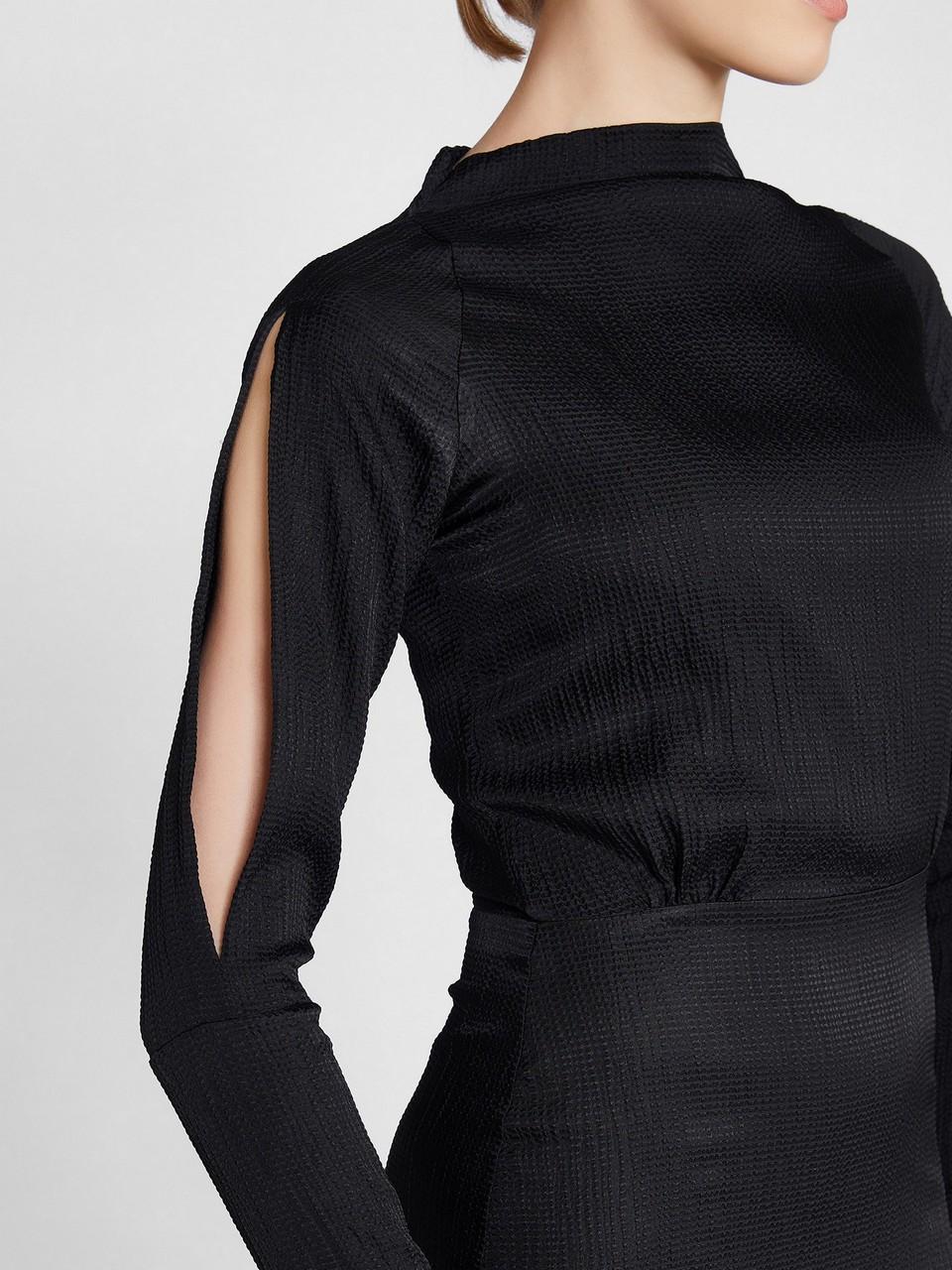 Kayık Yaka Reglan Kol Yırtmaçlı Saten Elbise
