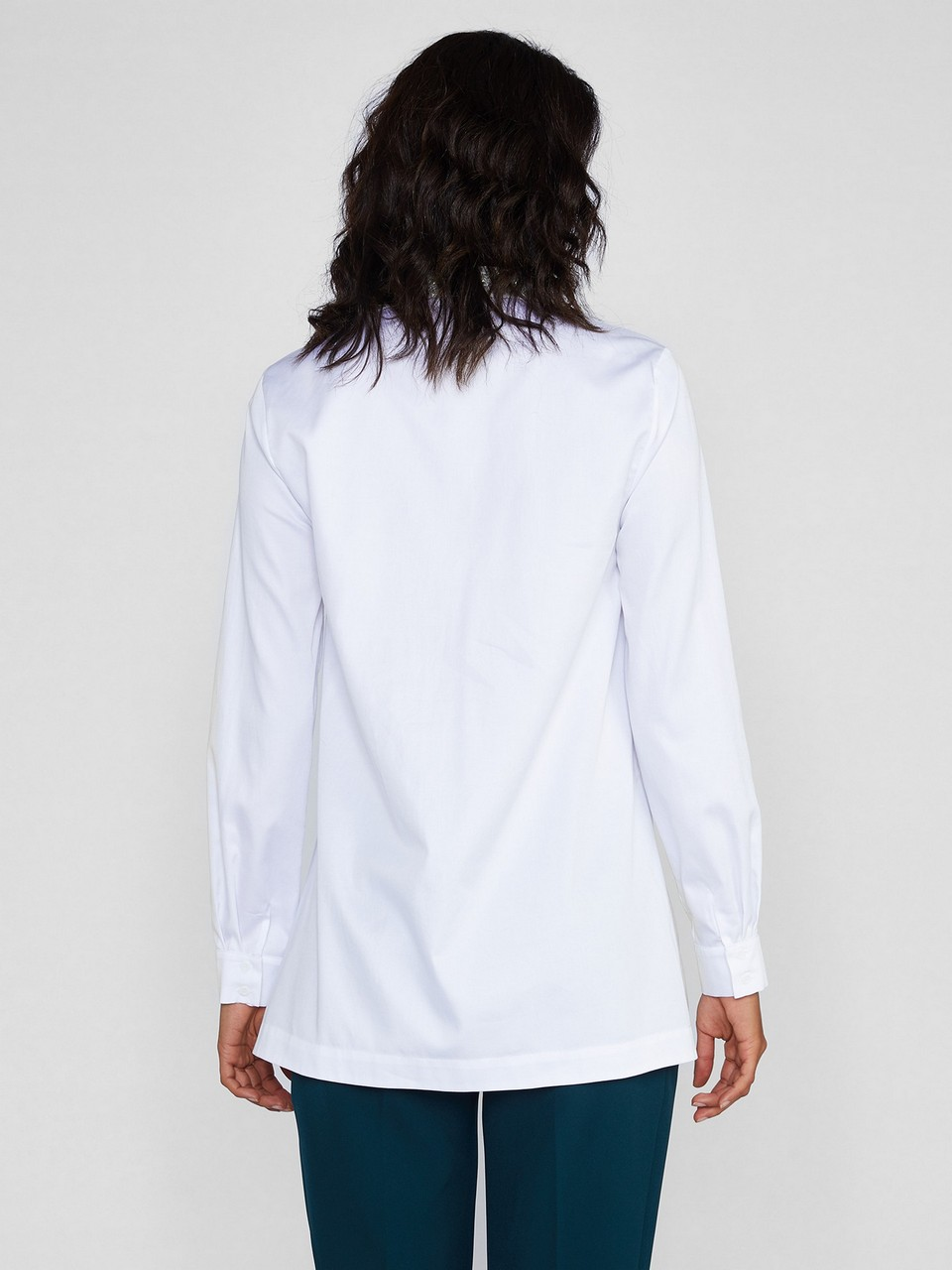 Yakası Taşlı Klasik Kesim %100 Pamuk Gömlek