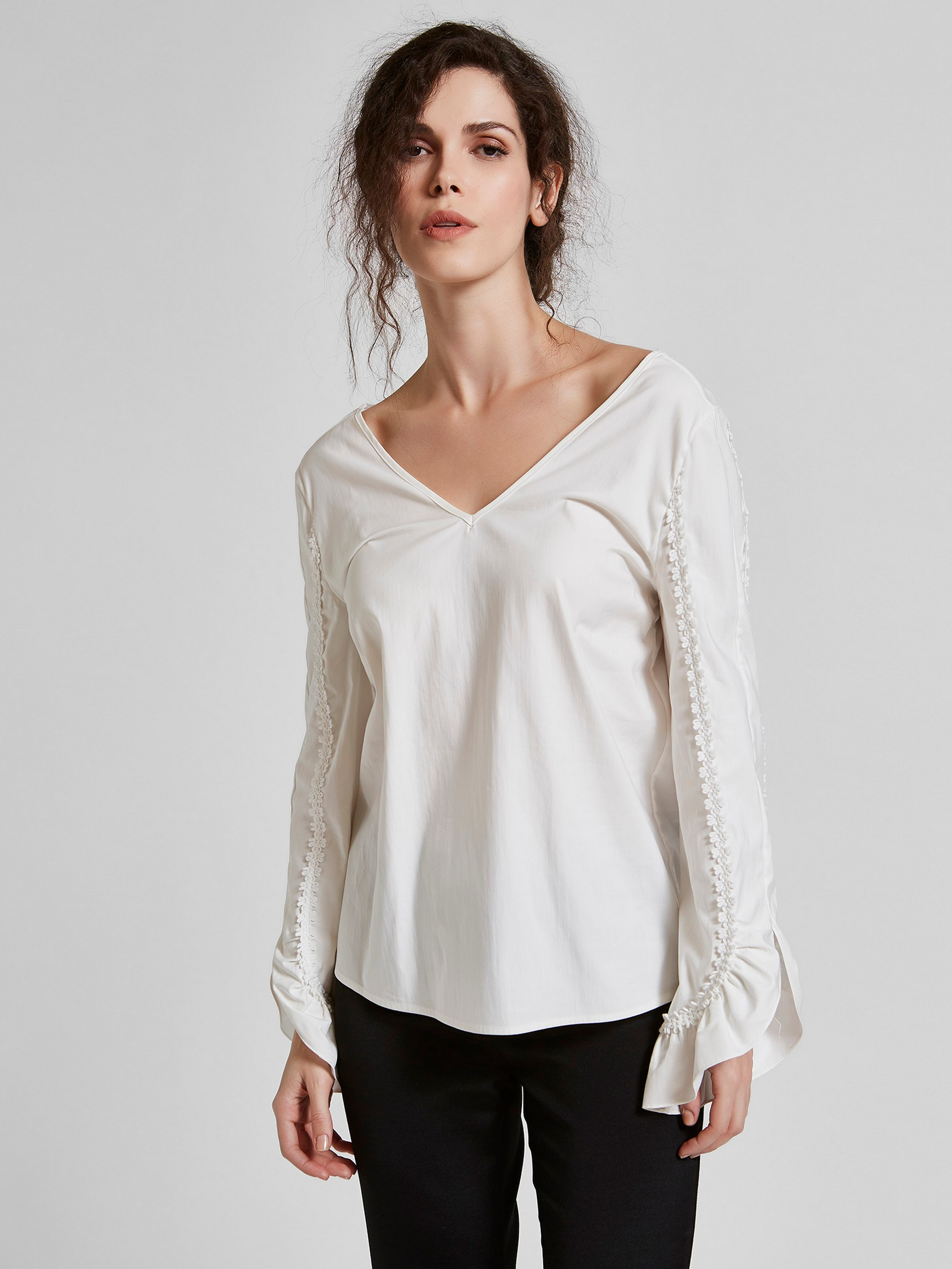 Frilly Sleeve Detailed 100% Cotton Blouse With Back Decollete