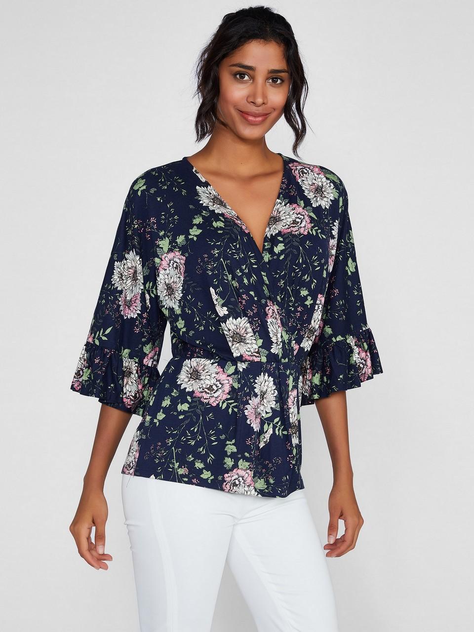 V Yakalı Volan Detaylı Truvakar Kollu Çiçek Desenli Bluz