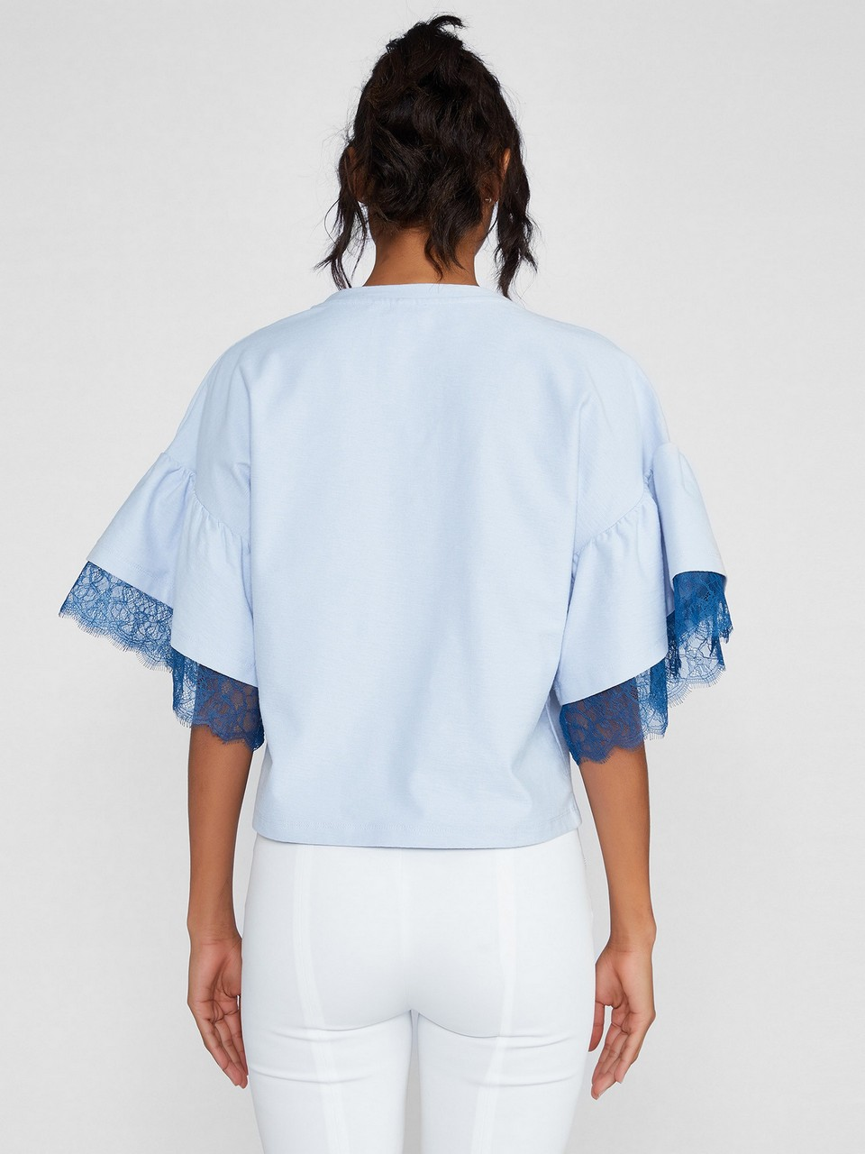 Sıfır Yaka Kolda Dantel Detaylı Bluz