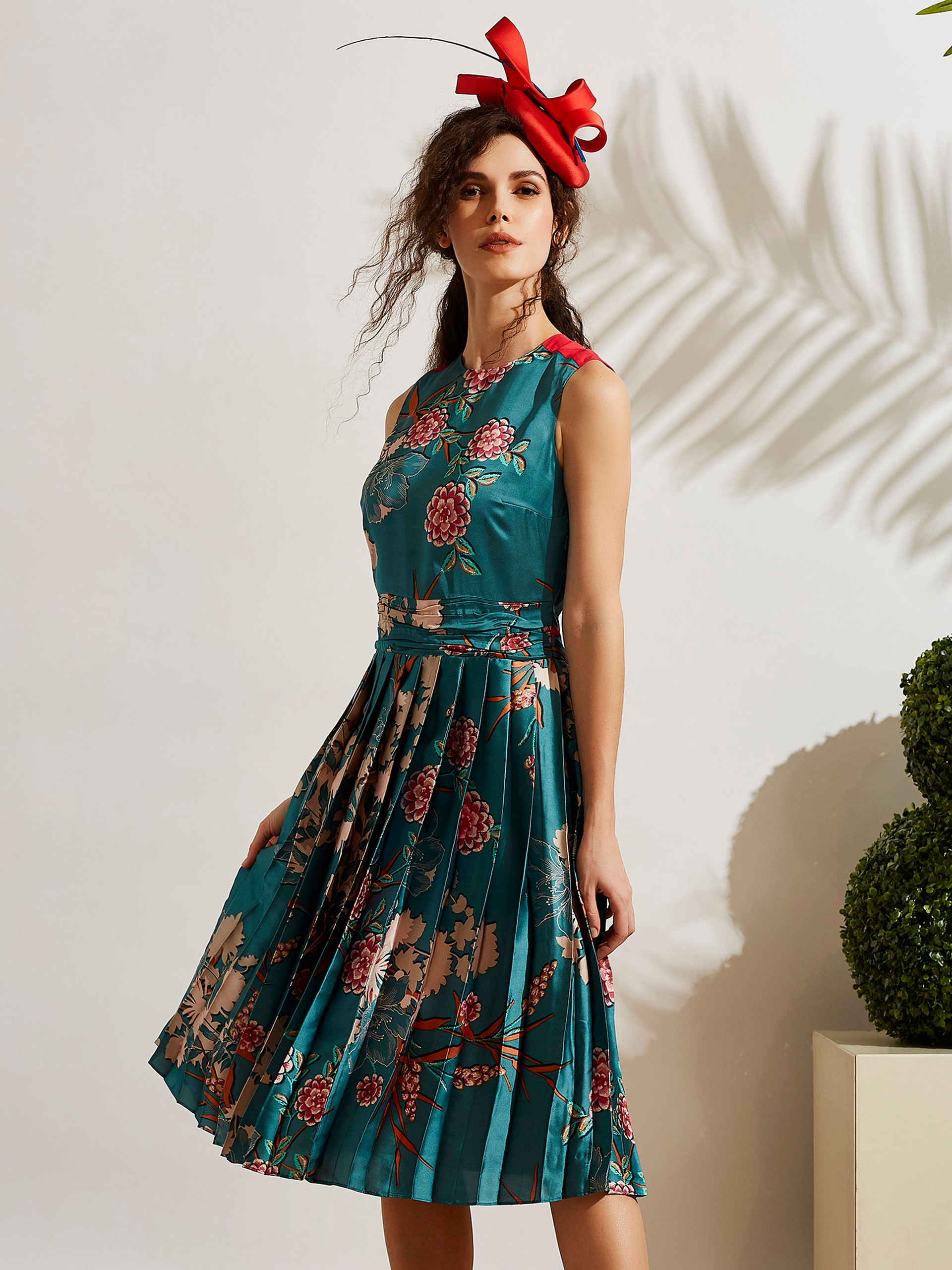 Sıfır Yaka Sıfır Kol Çiçek Desenli Saten Elbise