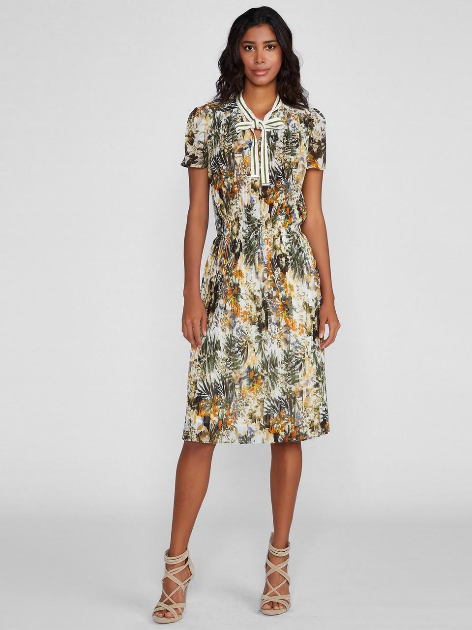 Pliseli Yakası Büzgülü Elbise