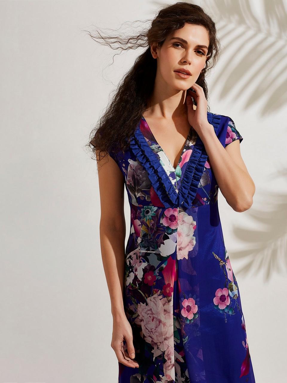 V Yaka Fırfır Detaylı Şifon Desenli Elbise