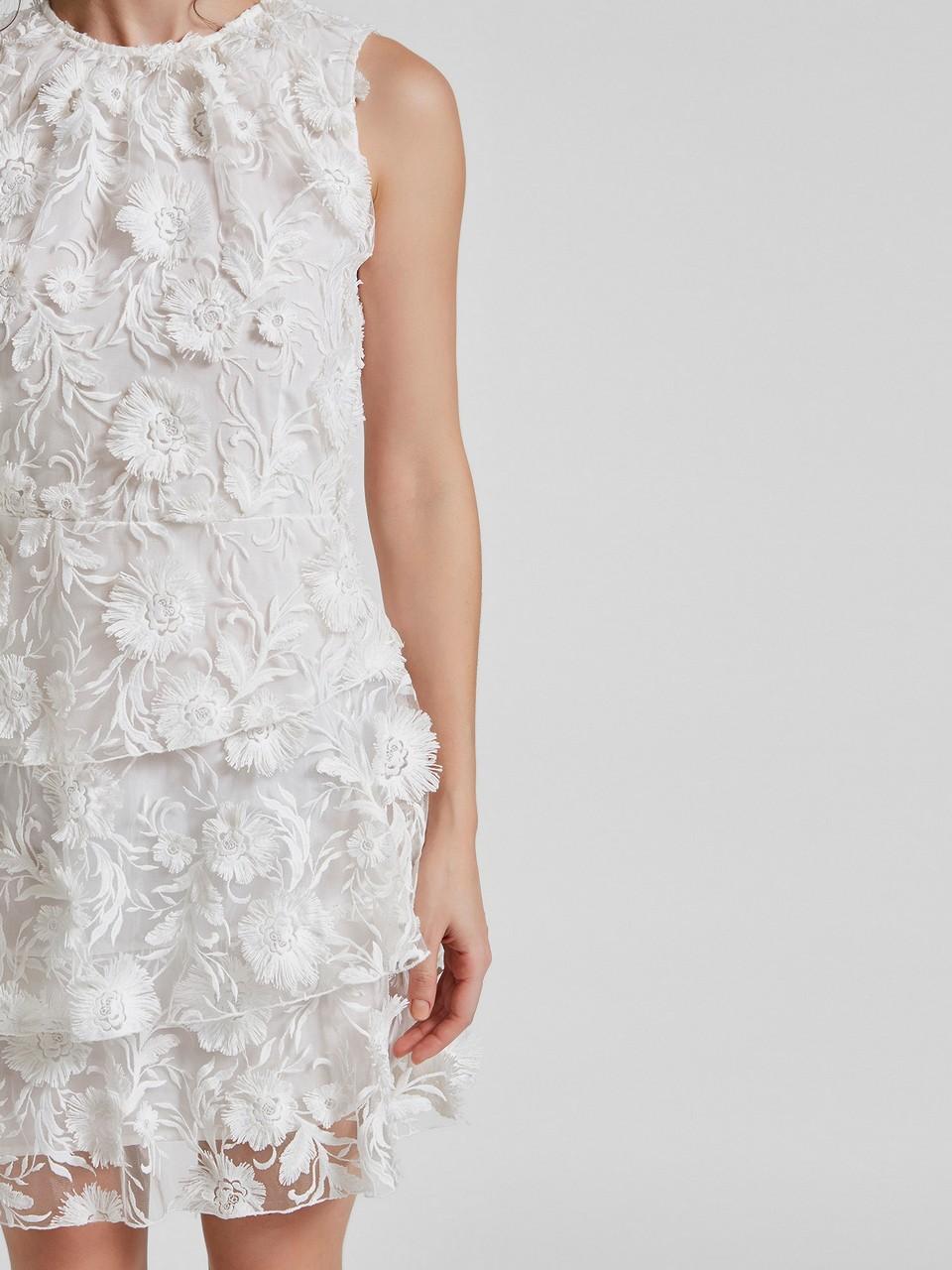 Sıfır Yaka Sıfır Kol Üç Boyutlu Çiçek İşlemeli Mini Elbise