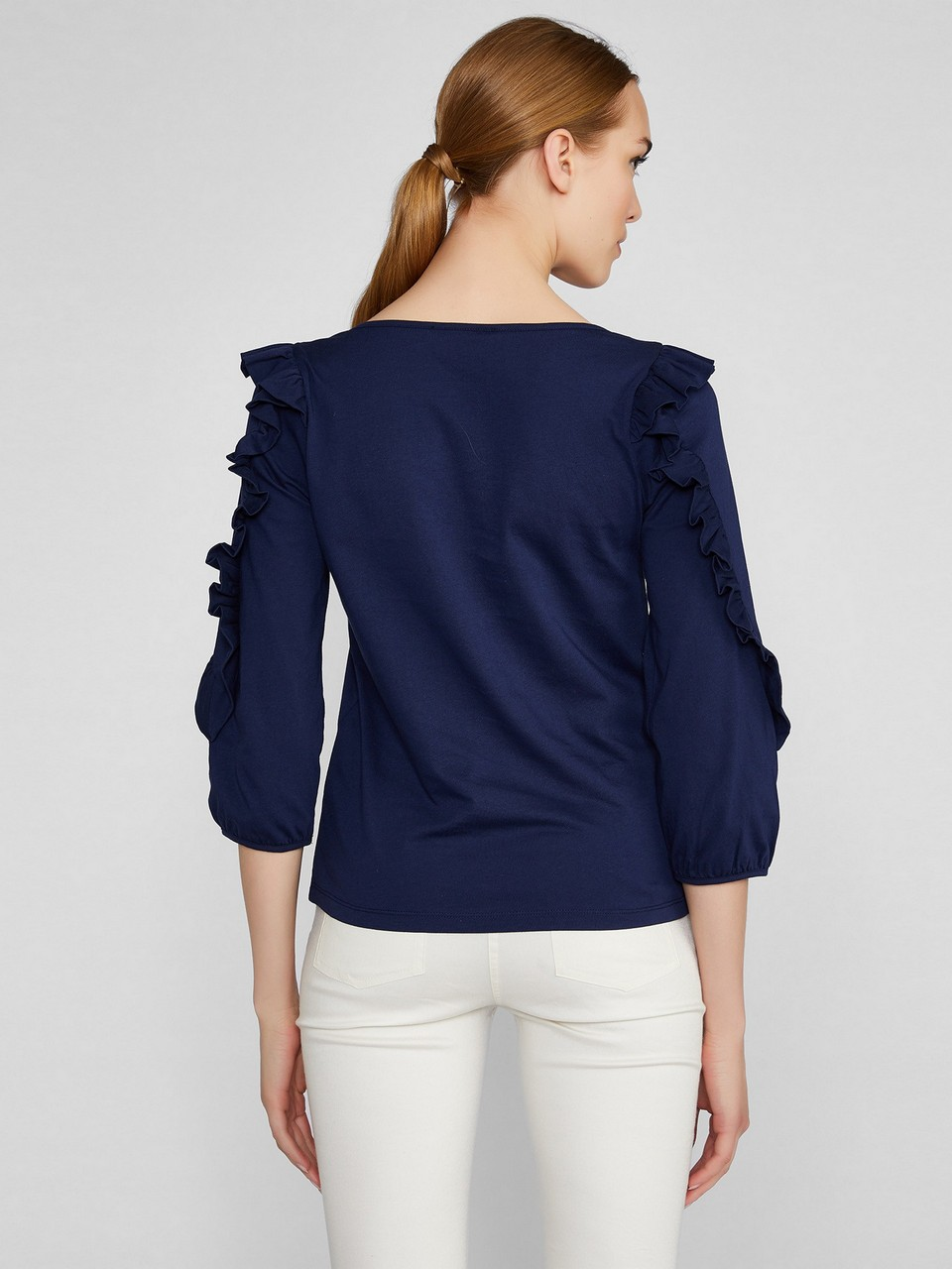 Kayık Yaka Kolda Fırfır Detaylı Bluz