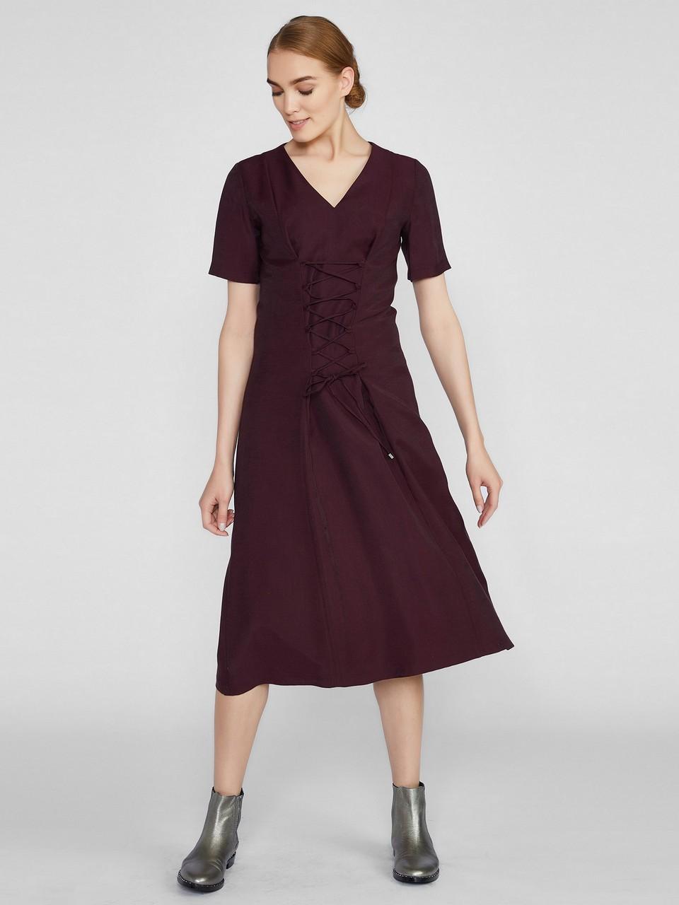 V Yaka Önde Bağcık Detaylı Midi Elbise