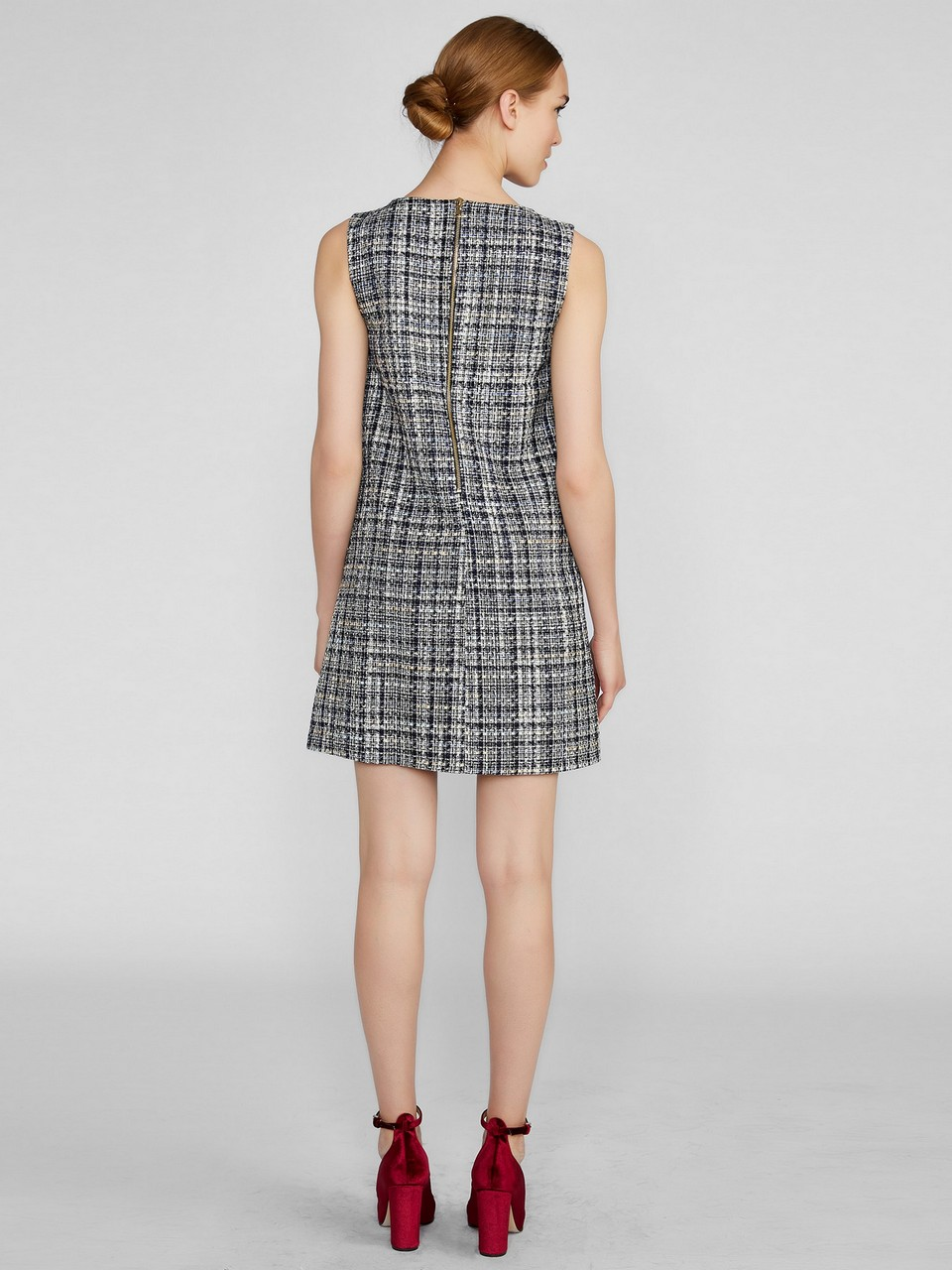 Sıfır Yaka Broşlu Mini Tüvit Elbise