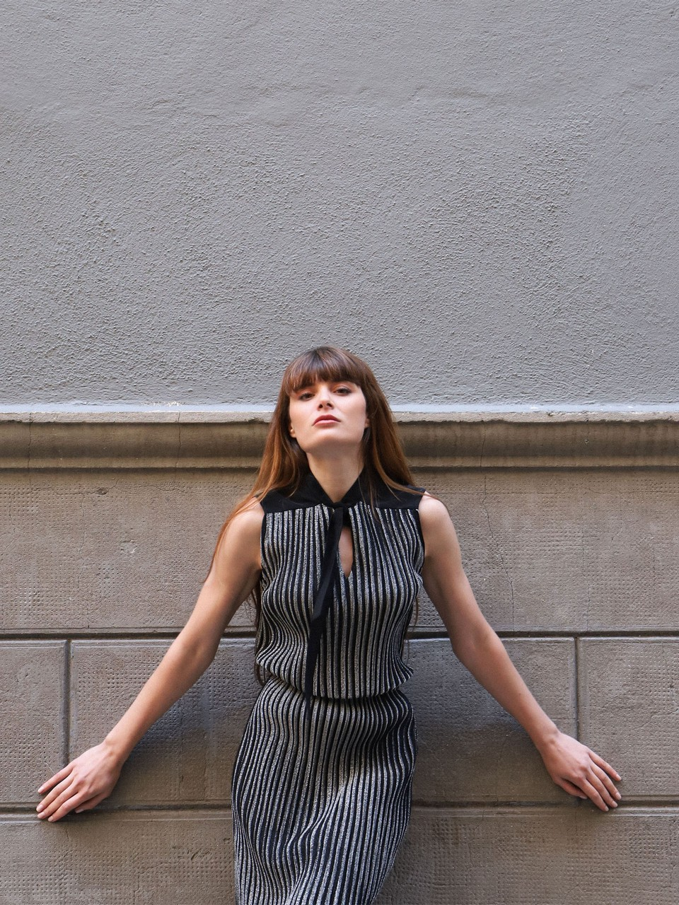 Yakası Bağlamalı Kolsuz Parıltılı Elbise