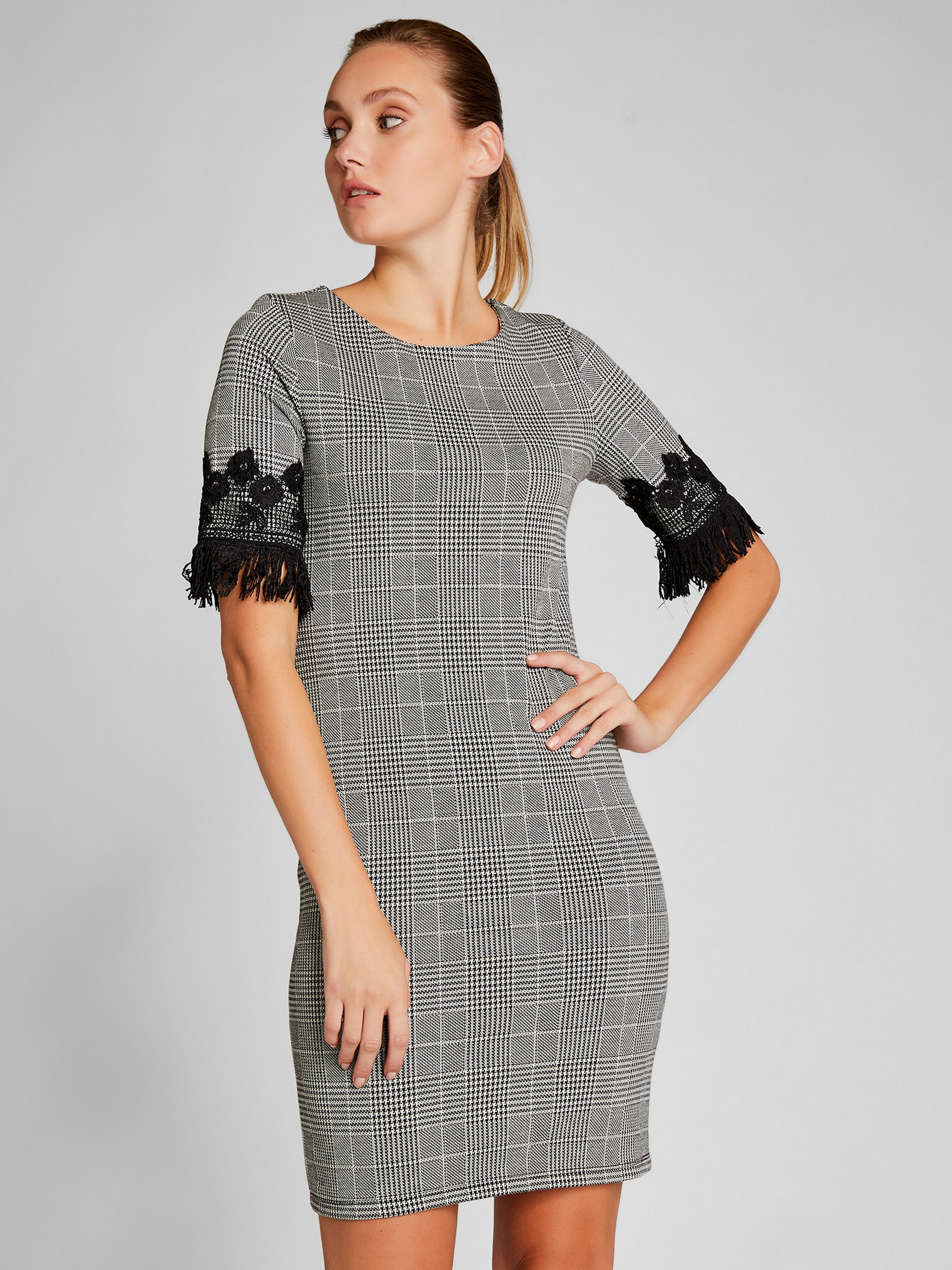 Ecosse Patterned Dress With Lace Details On The Sleeve