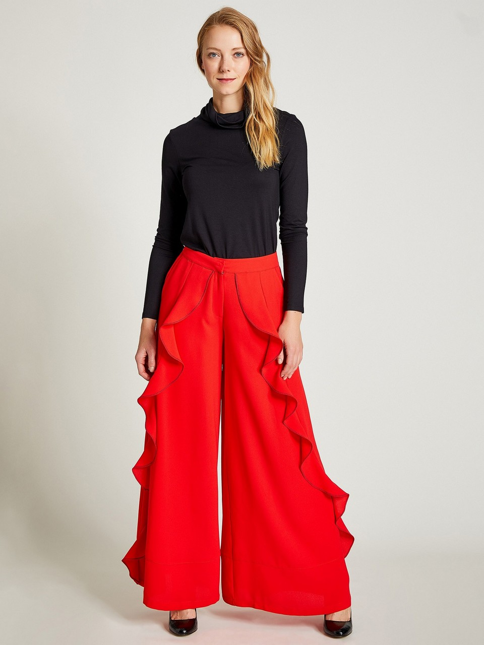Crepe Trousers with Ruffle