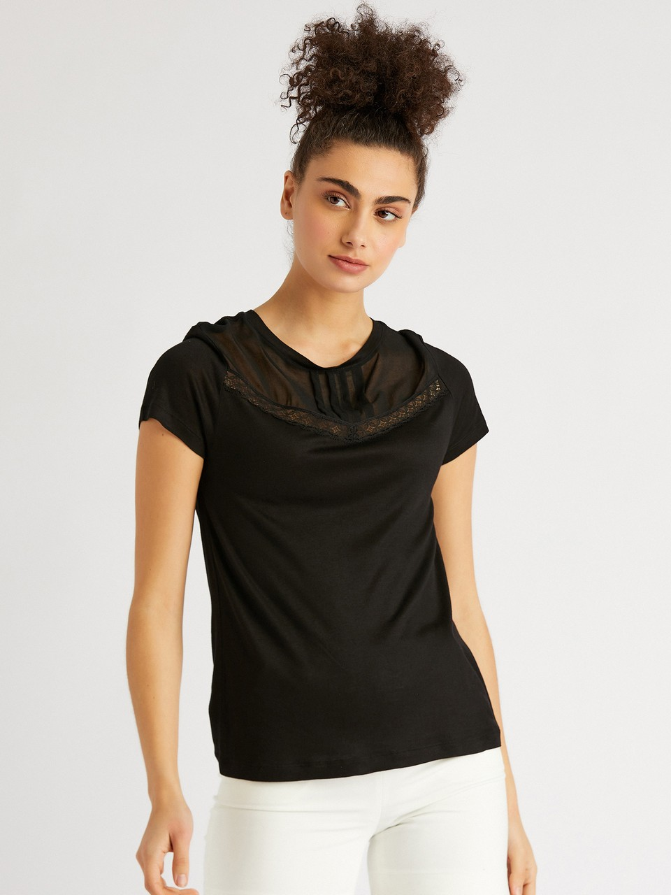 Round Neck Lace Detailed Blouse