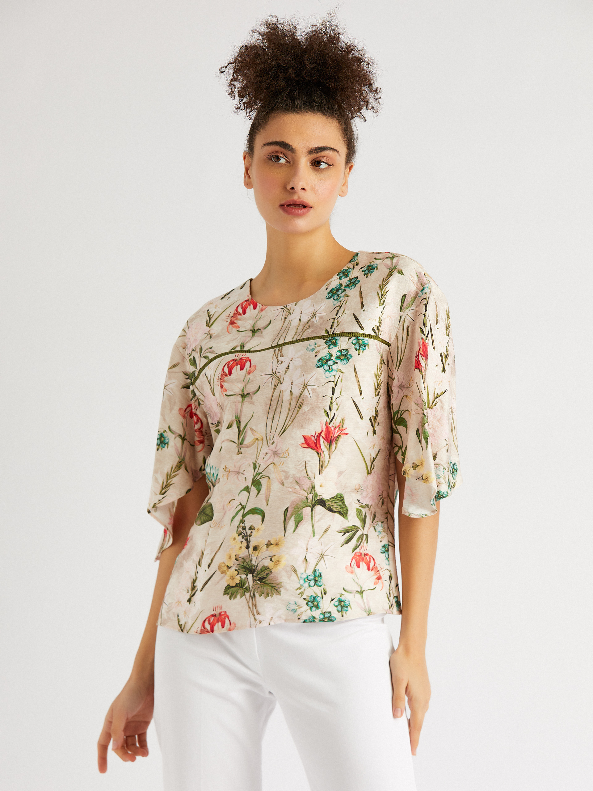 Round Neck Floral Patterned Blouse