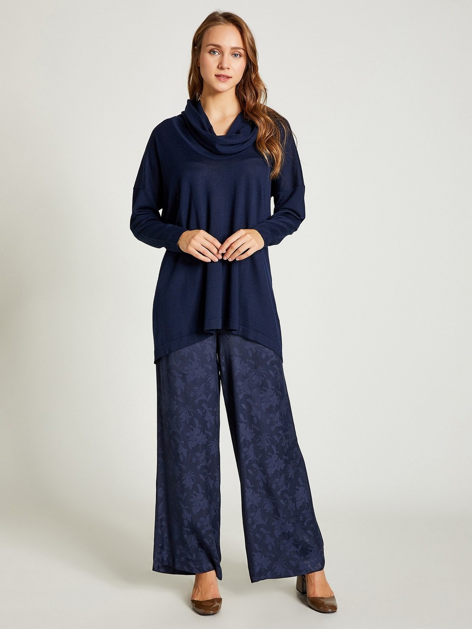 Jacquared Loose Cut Trousers with Gathered Waist