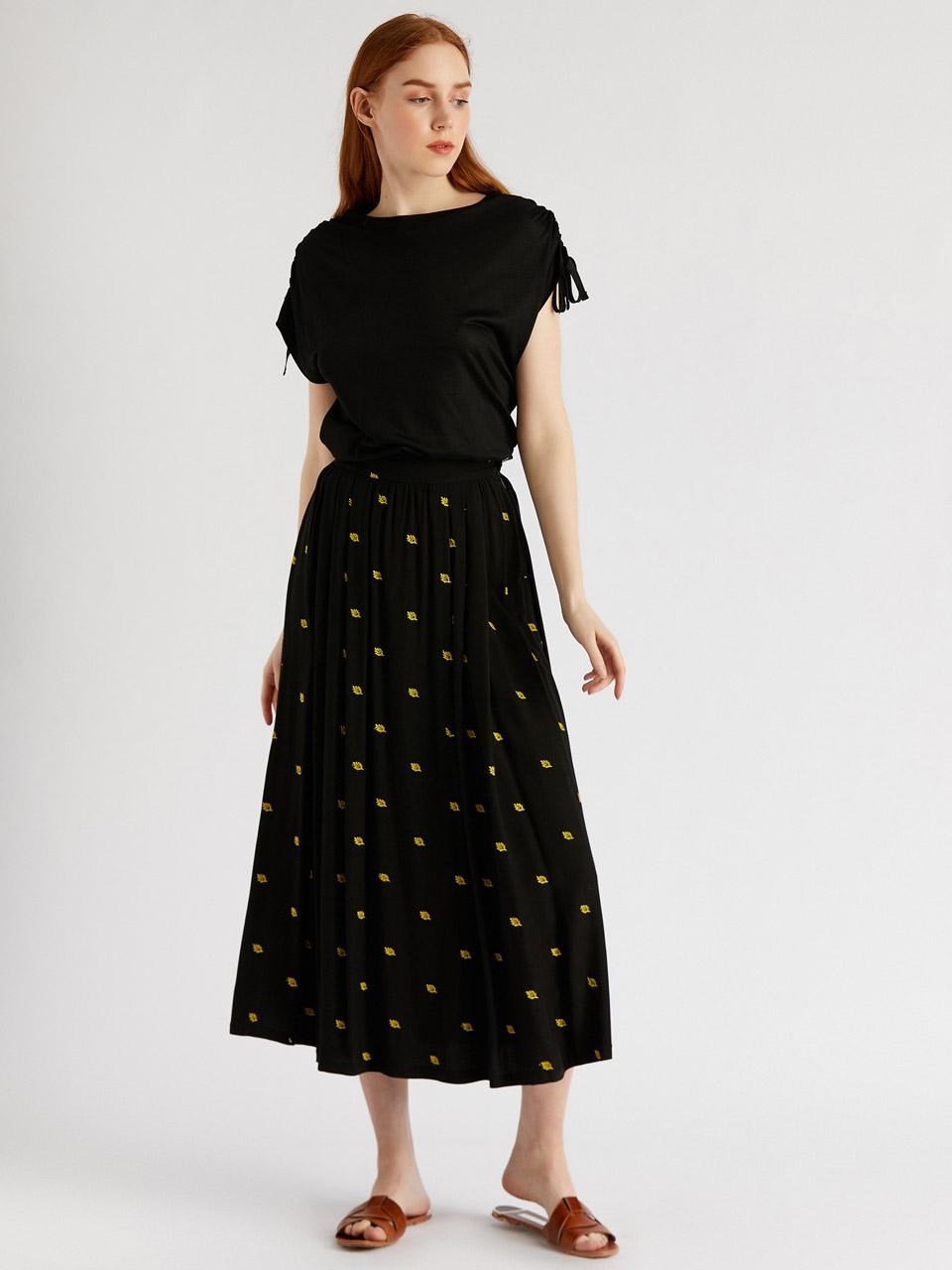 Embroidered Waist Pleated Skirt