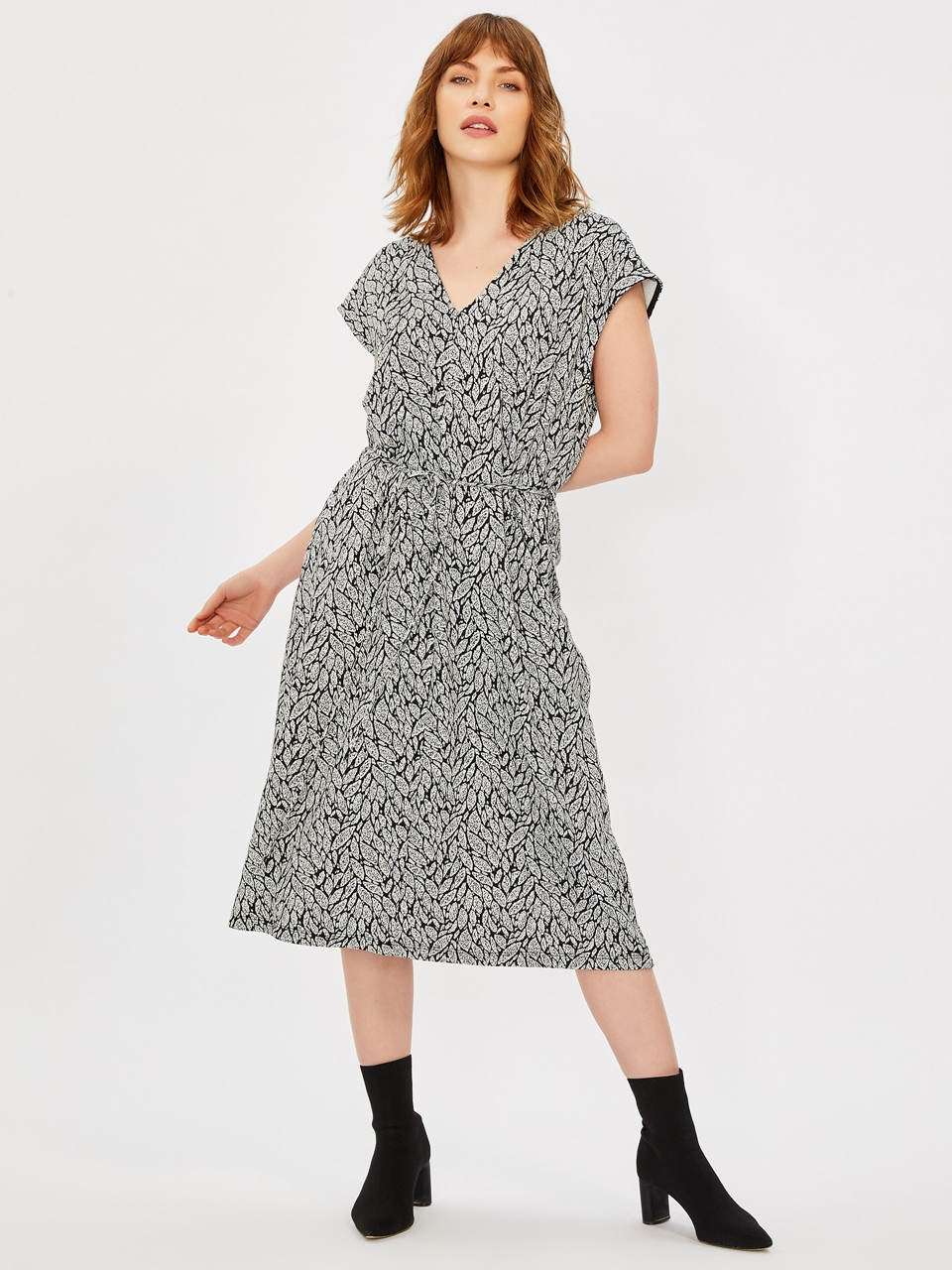 V-Neck Comfortable Cutting Midi Dress