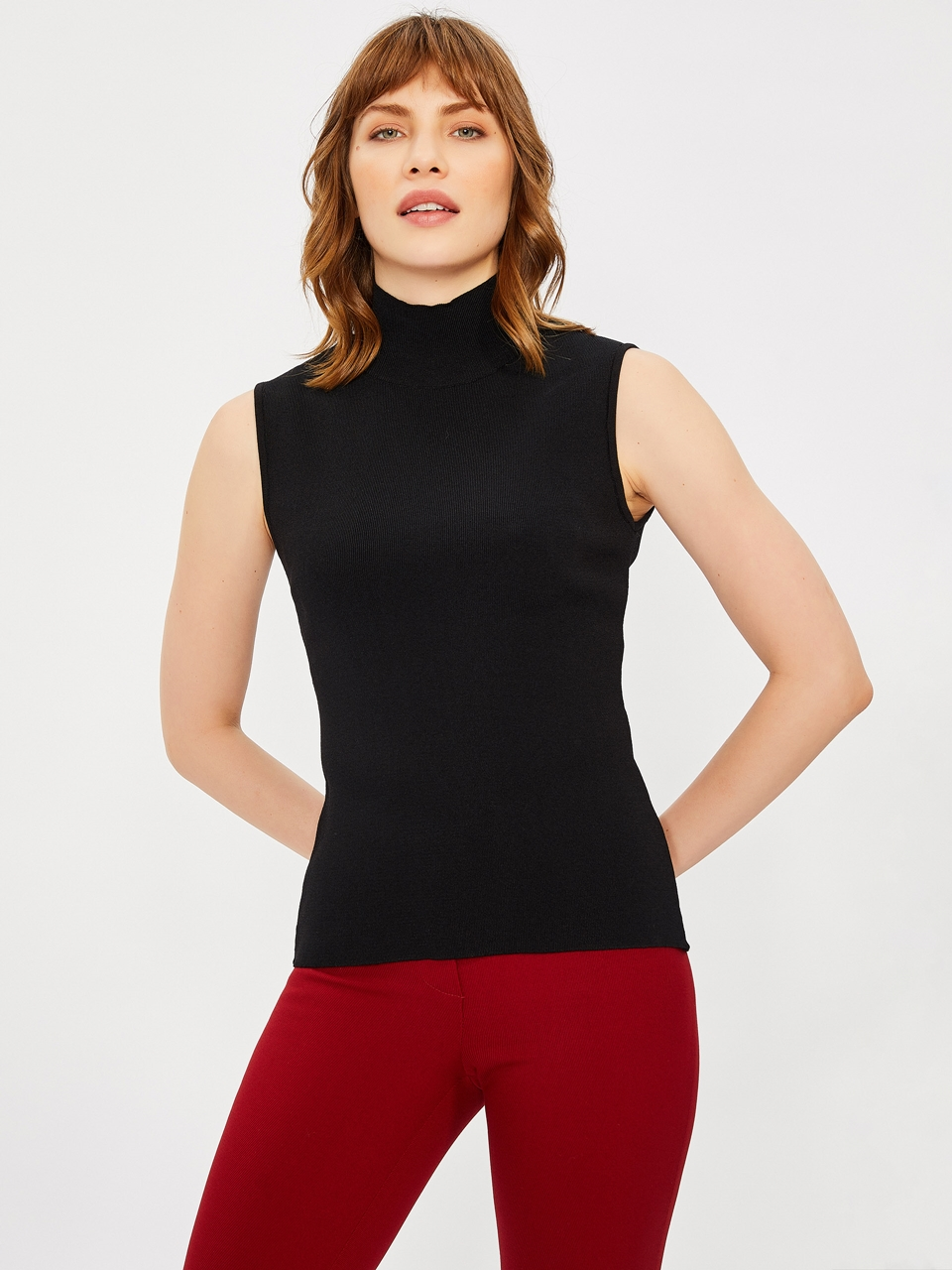 Sleeveless Half Turtleneck Blouse